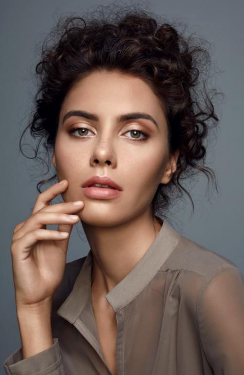 Efektowny, trwały makijaż Casual Make Up