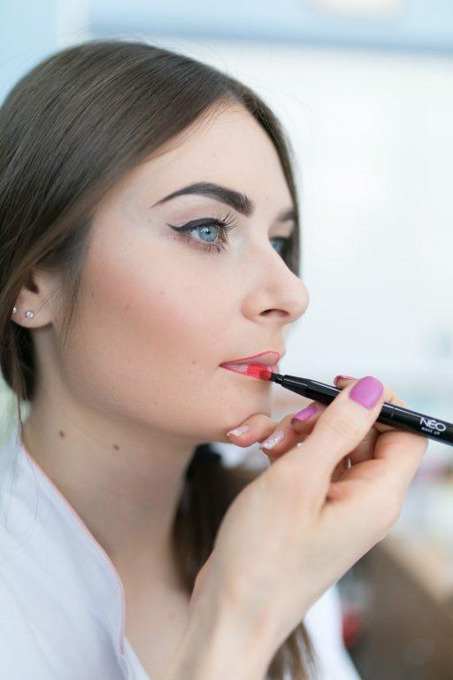NEO Make Uo szkoła wizażu makijaż ust