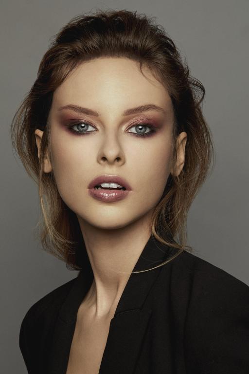 Uwodzicielski makijaż Instant Glam