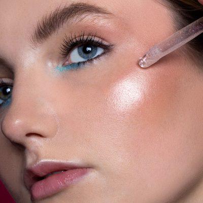 Unikalny makijaż turkusowy